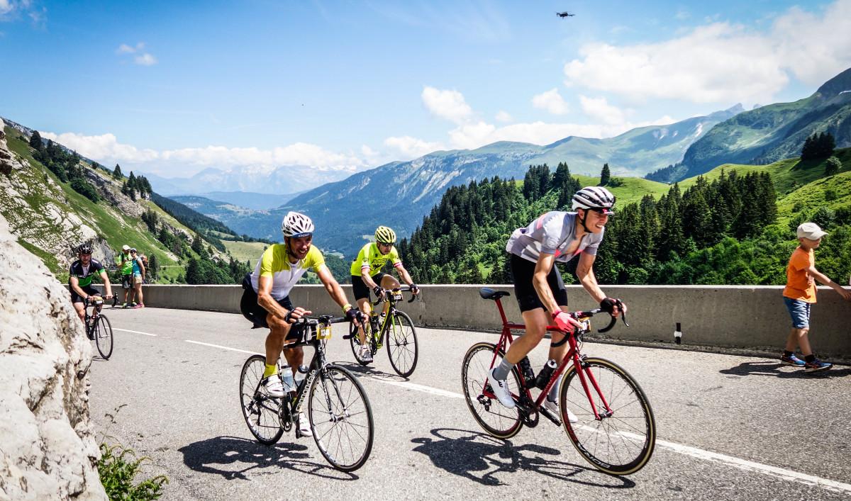 97244f88b6db3 ... súťaže je potrebné len vyplniť dotazník na stránke cyklozivotopis.sk a  držať si palce. Veď kto by nechcel byť na jeden deň pretekárom Tour de  France so ...