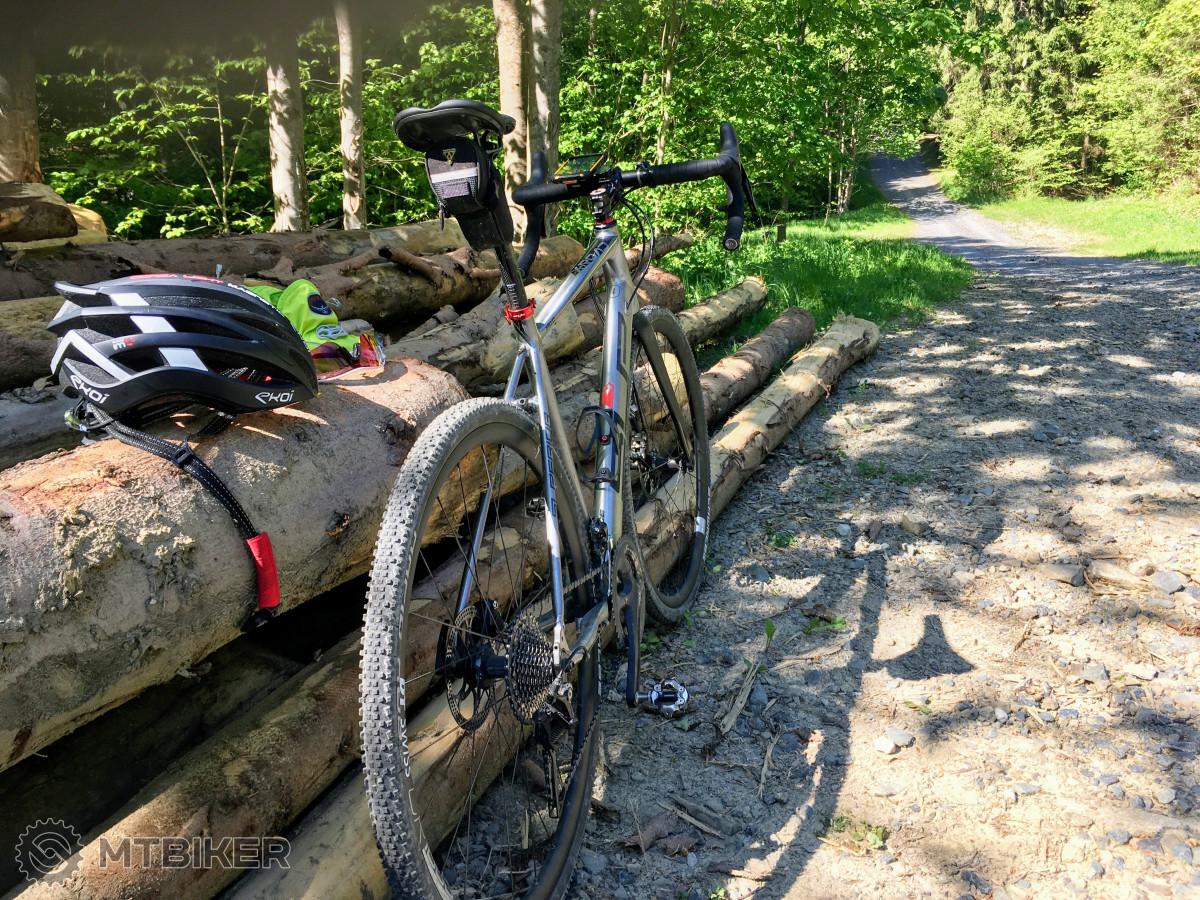 Lesácké cesty - jeden z typů povrchu, kde je gravel jako doma.