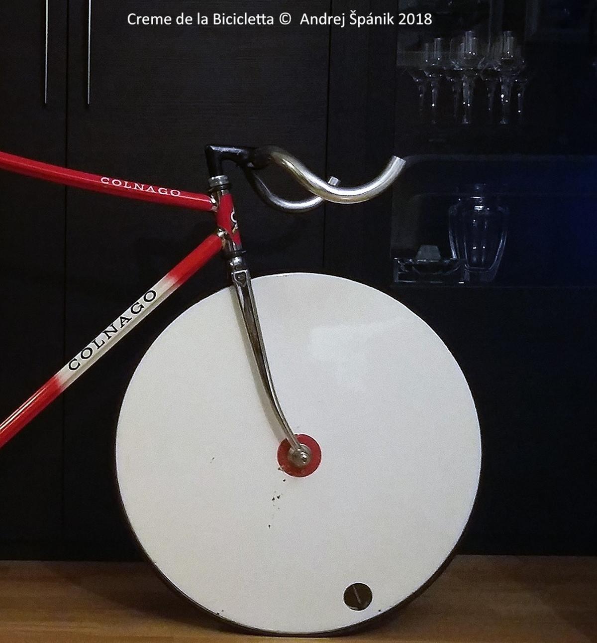 Colnago Master Krono Pista - dráhový špeciál vyrobený na zákazku pre tím ZSSR koncom 80. rokov. Columbus Gilco S4 profilované rúrky pre zvýšenie torznej tuhosti, vyrobené desiatky kusov celkovo.