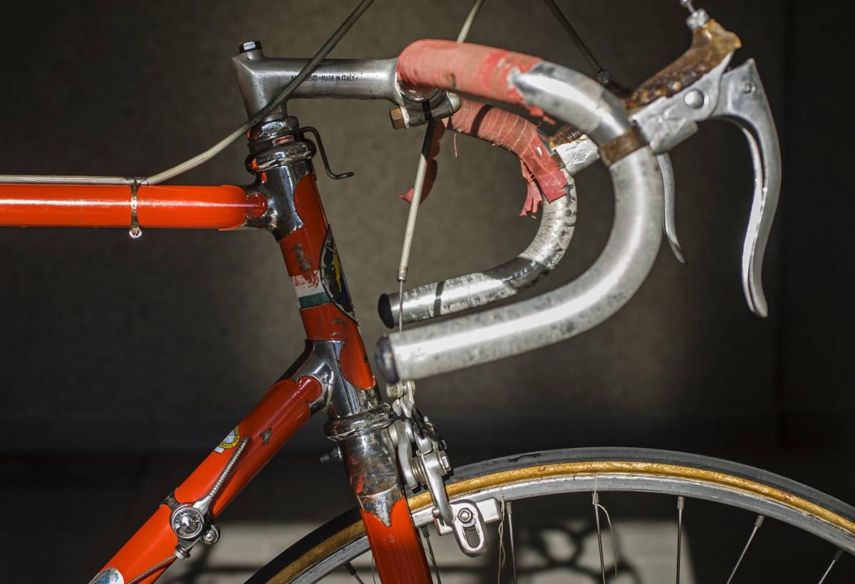 Augustea Milano 1958-1960. Ojedinelý bicykel v pôvodnom stave. Značka, o ktorej viem málo, no napriek tomu pôsobí priam mysticky. Nadčasový dizajn, precízne spracovanie a vzácna výbava Campagnolo Record