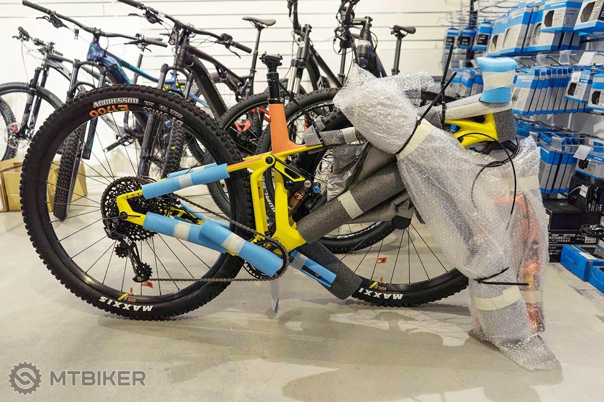 """4ff98cdad Precízne zabalený bicykel je základ, najmä ak sa jedná o takého """"fešáka""""."""