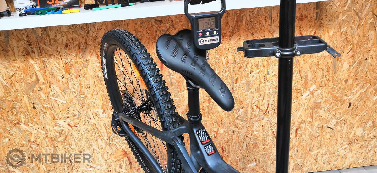 a34d1c2fc Aby sme doplnili rovnako dôležitý údaj, hmotnosť bicykla ostala na čísle  13,92 kg, pri veľkosti M.