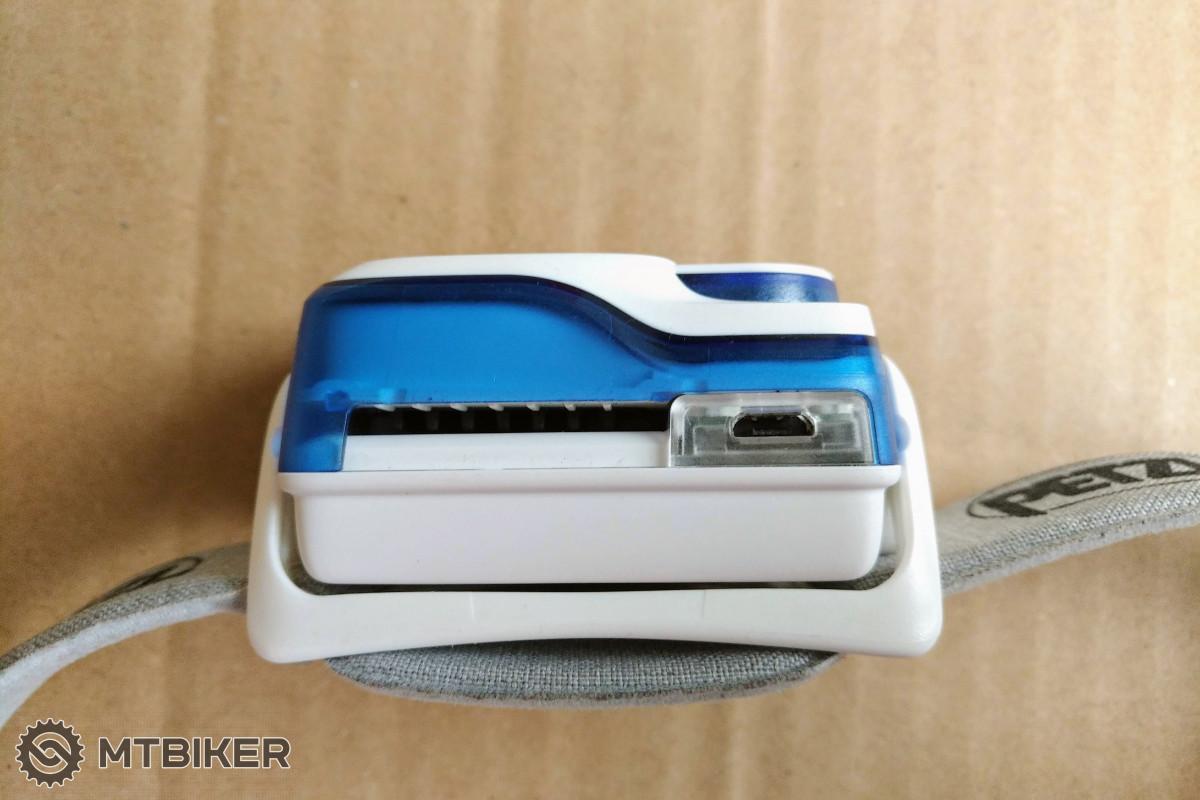 Pohled na nechráněný micro USB konektor