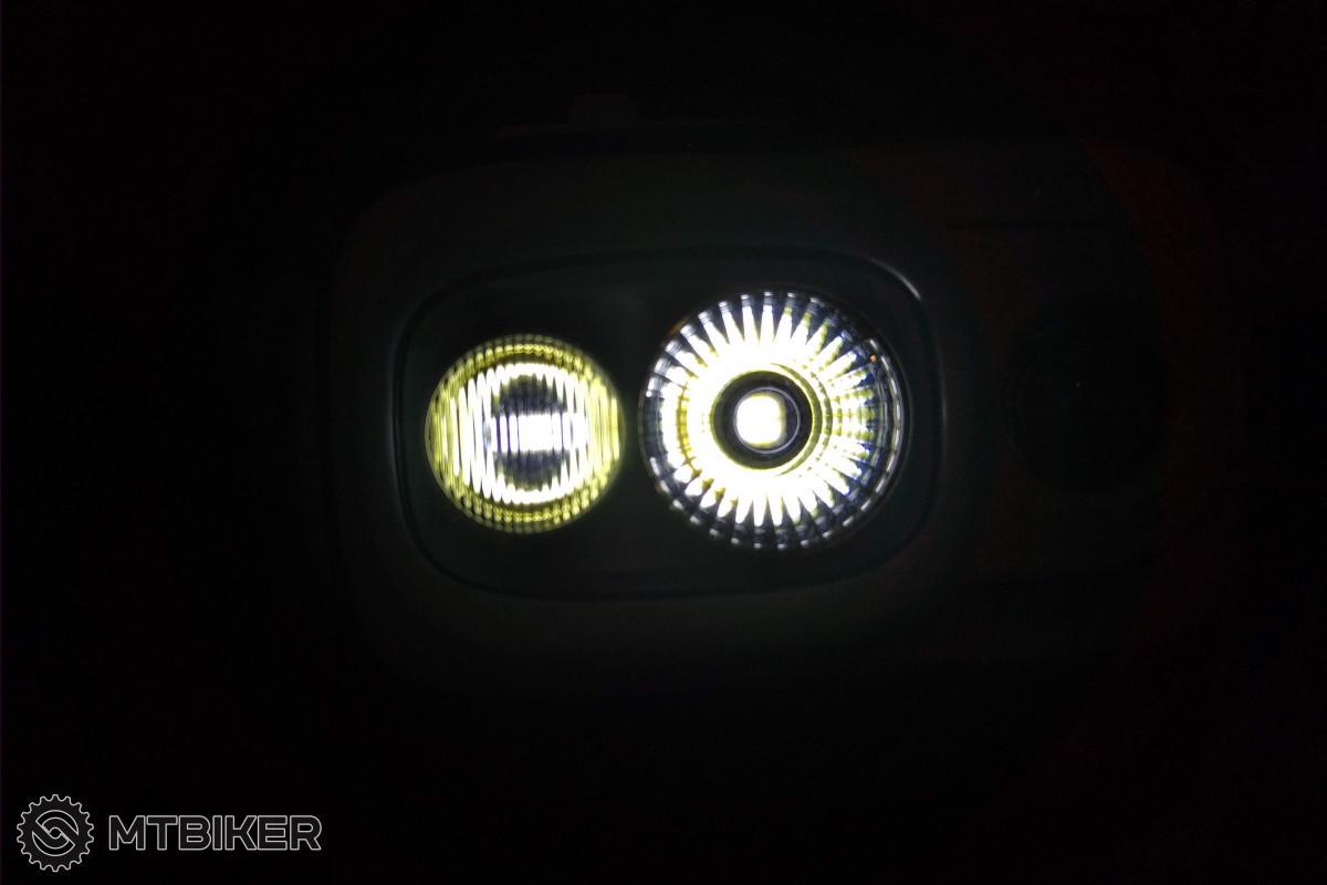 Standardní režim - svítí obě LED.