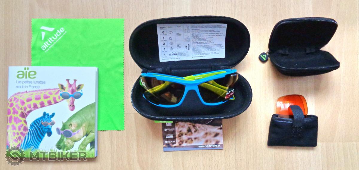 """Okrem precízne ochranených okuliarov a skiel sa v balení nachádzala aj  svietivo zelená handrička z mikrovlákna a veselá brožúrka z kategórie """"made  my day"""" . 155ee22420b"""