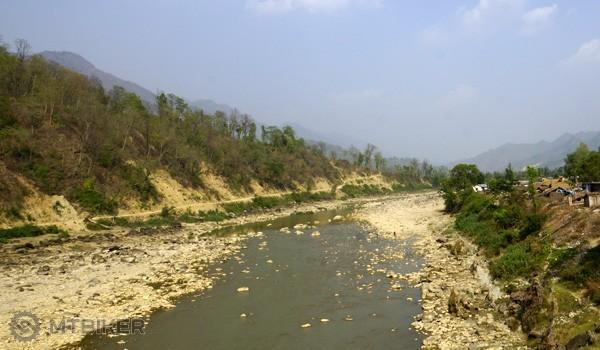 Rieka v údolí