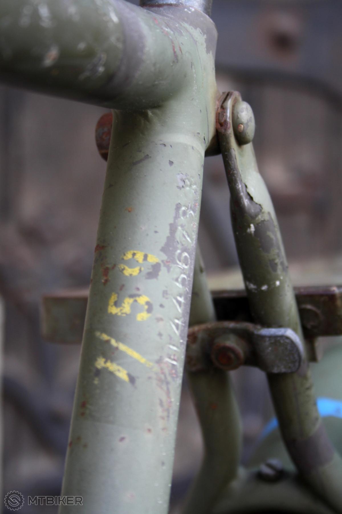 Detail napojení zadní stavby a uchycení nosiče