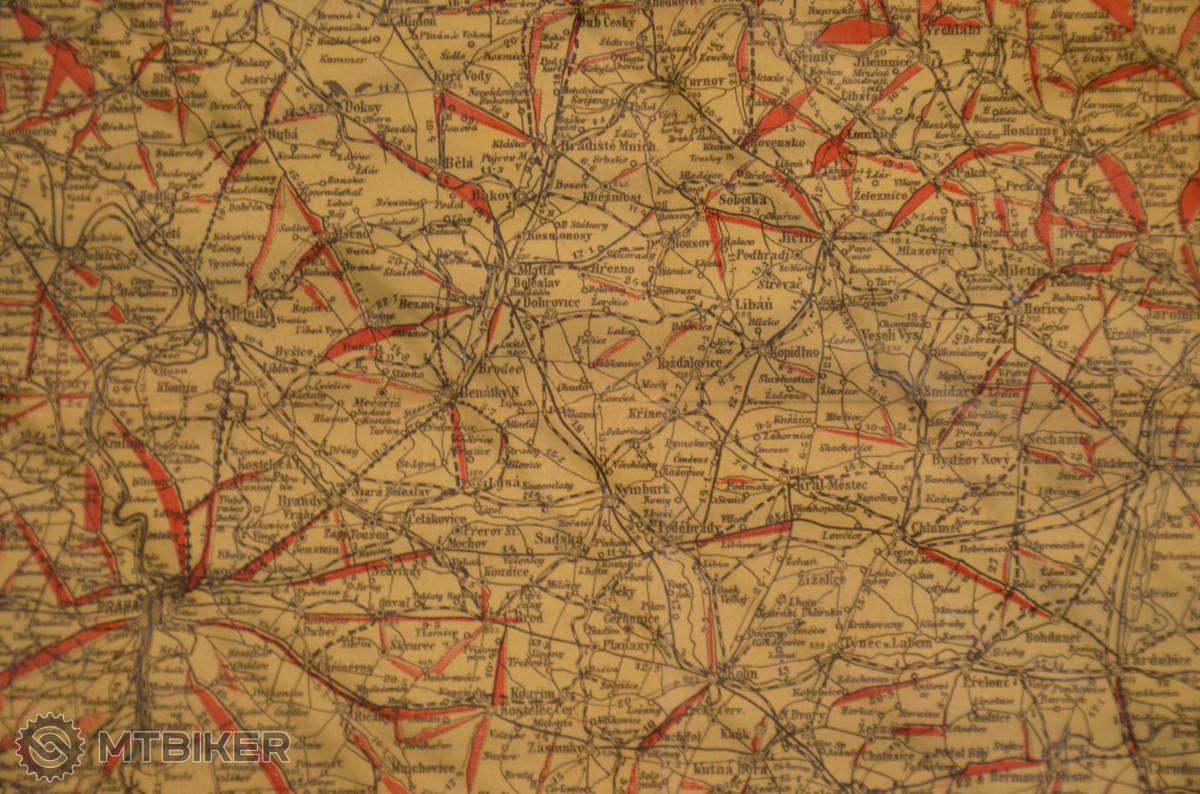 MAPA KRÁLOVSTVÍ ČESKÉHO pro cestující, turisty, cyklisty a t.d. - červeně jsou značeny stoupání a jejich profil nahrazuje přesnou geografickou podobu.