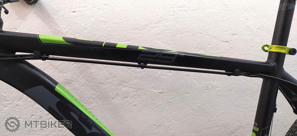 dělená kabeláž na rámu kola