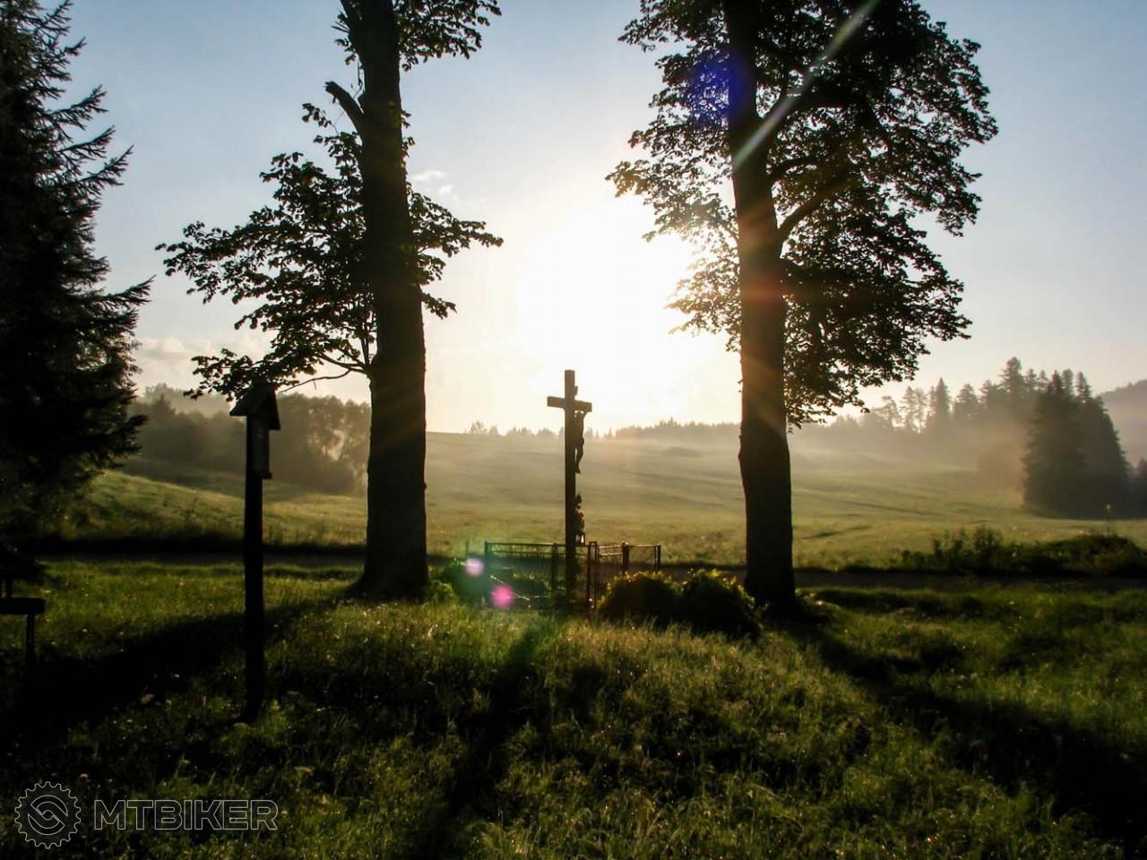 Zlatno - časť obce Vaľkovňa a tunajší kríž