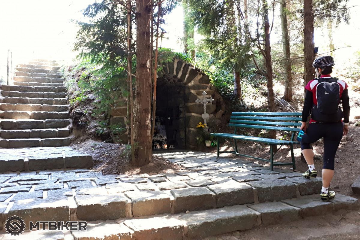 Jeskyně Pyšel, též nazývána Moravské Lurdy, se nachází v lesíku za obcí Pyšel kousek od kaple Panny Marie.