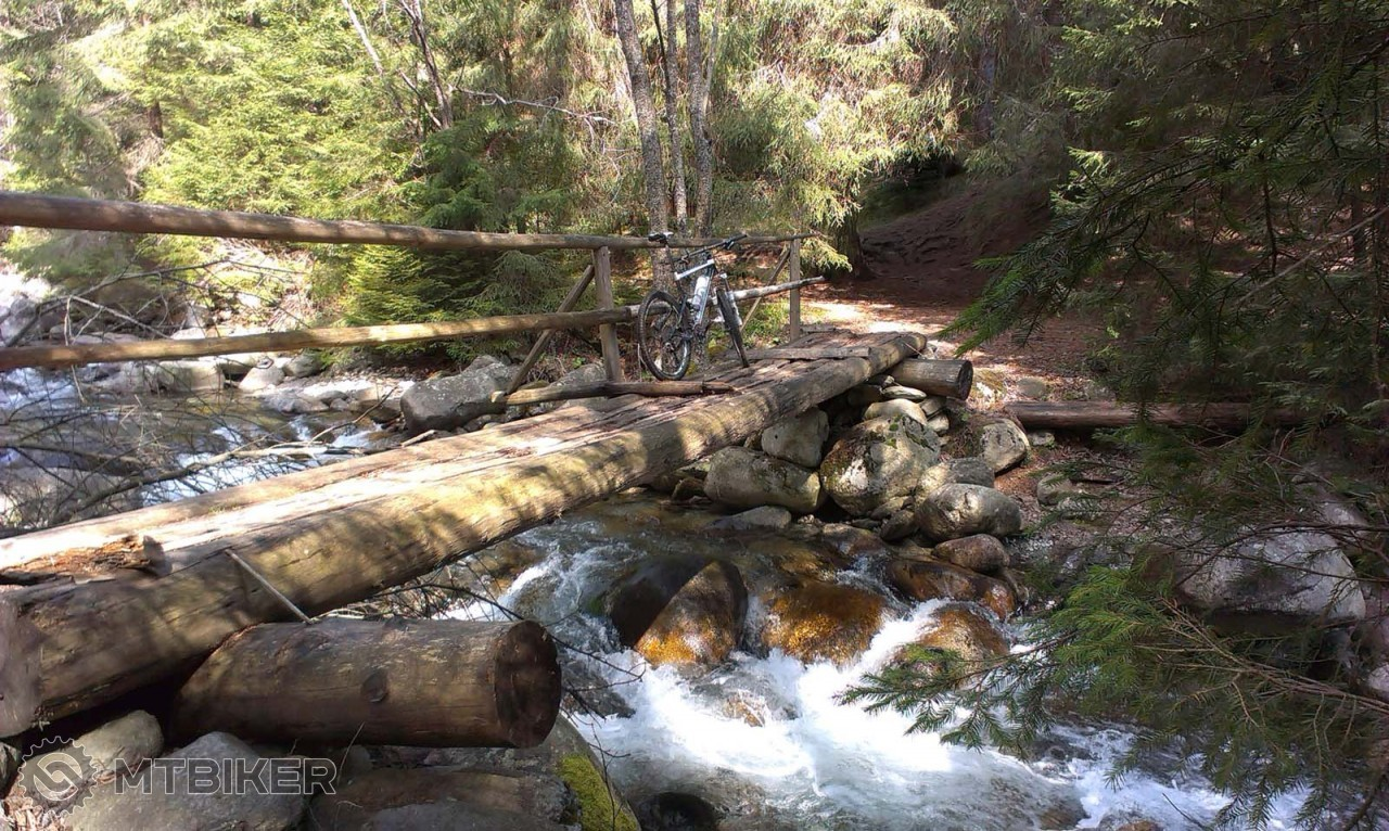 Most cez potok