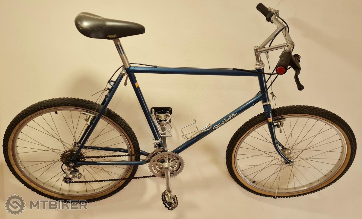 Rok 1982, někteří už vědí, ano, Specialized Stumpjumper, první z horských kol v sériové výrobě.